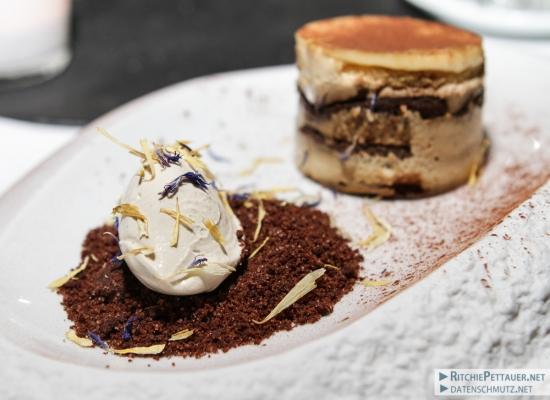 Tiramisu mit hausgemachtem Biskuit and Kaffeebröseln und Tirami