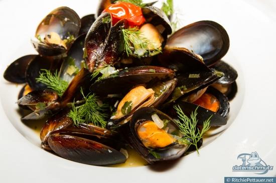 Blue Mussels a la Buzzara.